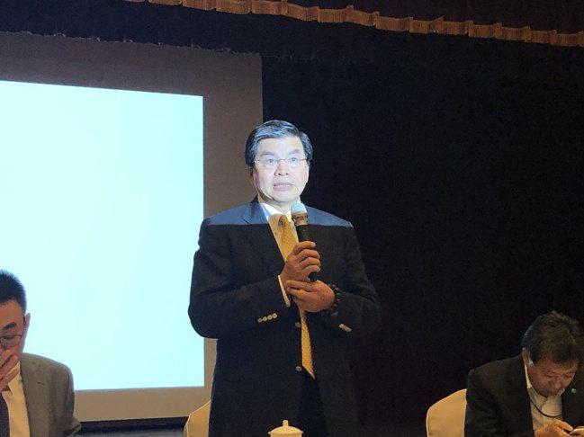 國泰金今(25)日下午舉行第2季法人說明會,金控總經理李長庚親自主持。記者葉憶如...