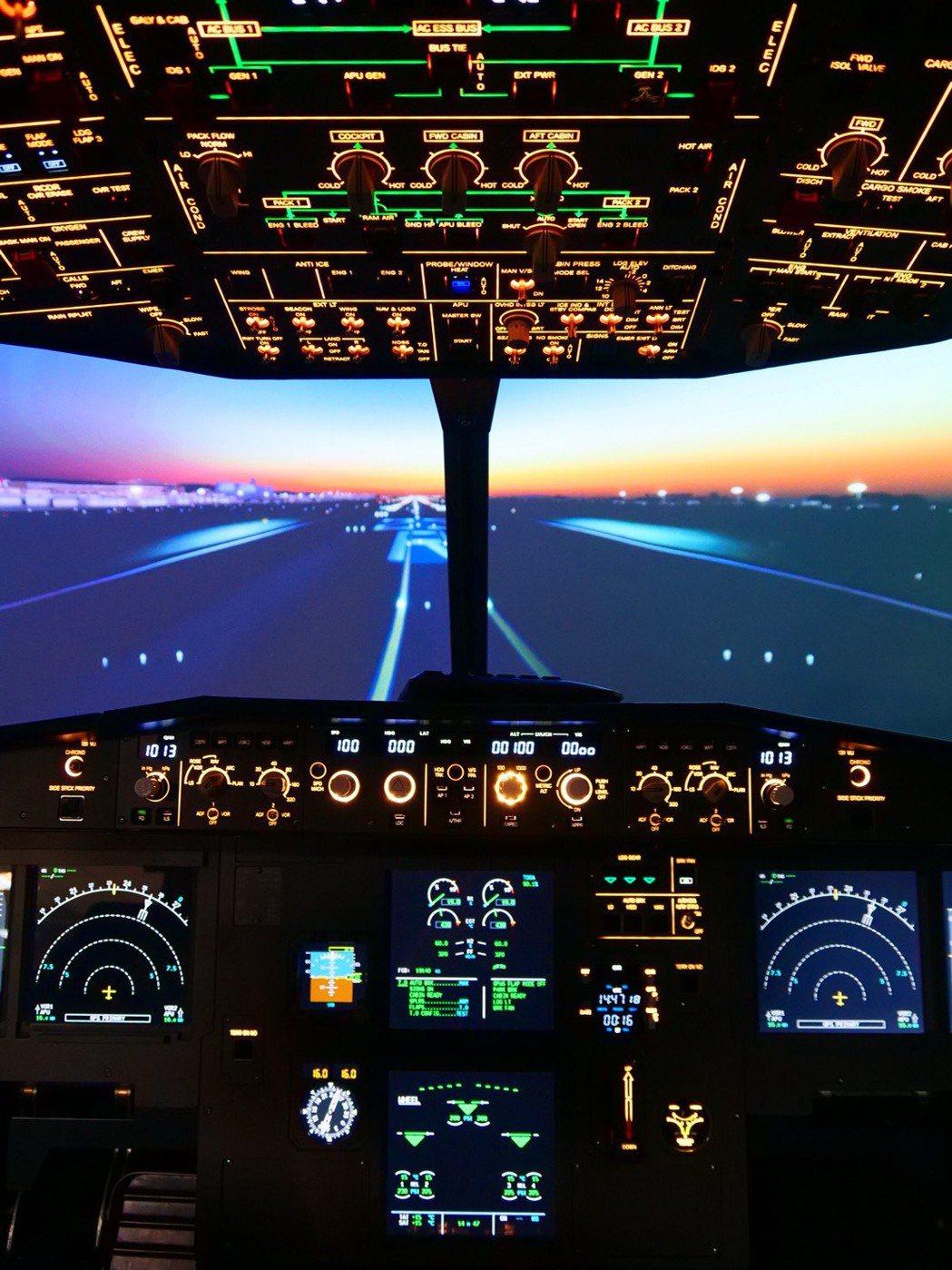 實現飛行夢台北101推出iPilot 模擬飛行體驗課程。圖/台北101提供