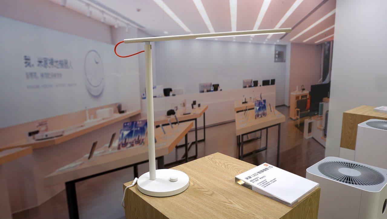 米家LED智慧檯燈1S,建議售價995元。記者黃筱晴/攝影