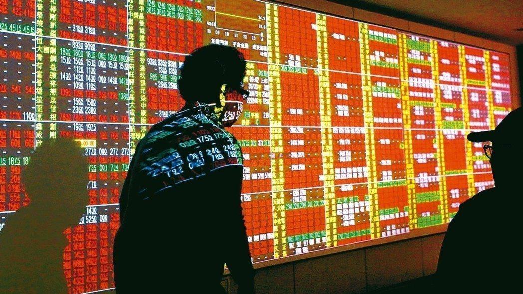 台股今天漲8.33點,收在10538.11點,成交值新台幣1081.96億元。台...
