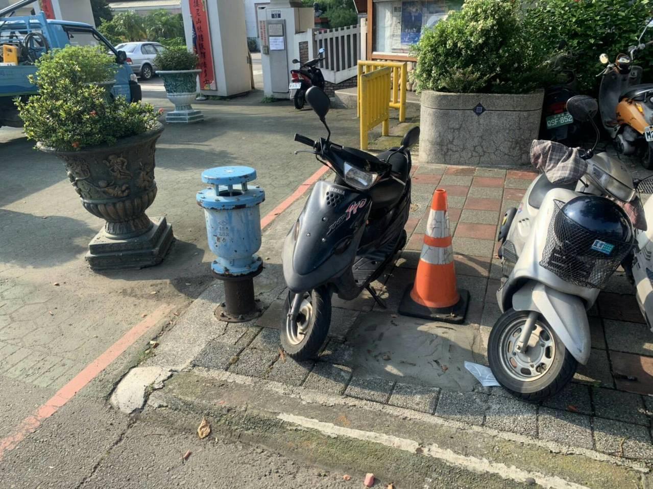 台灣自來水公司擔心引發民眾誤會,昨日已經將藍色消防栓拆除。圖/豐原給水廠提供