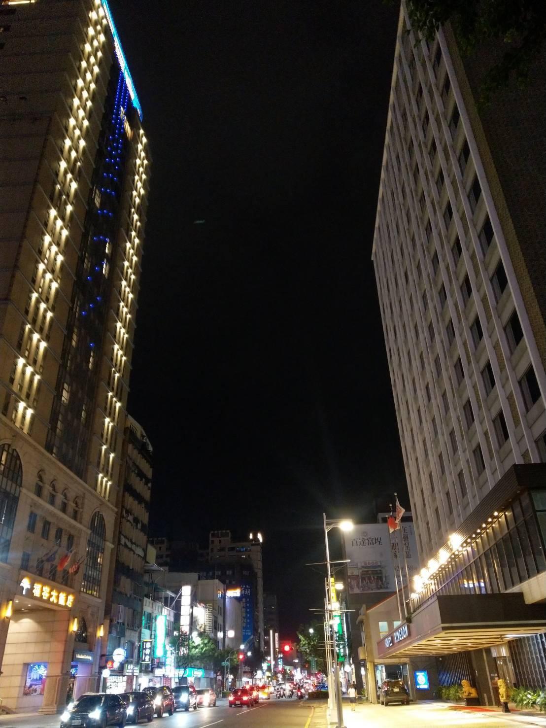 高雄市華王飯店驚傳今年11月起停止營業,但老高雄人都知道在愛河附近的華王飯店四十...