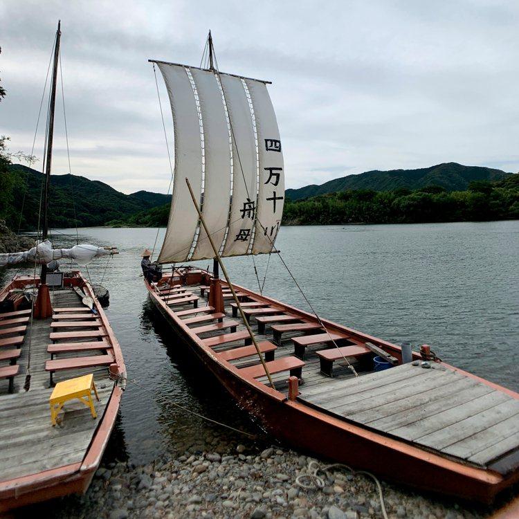 搭乘俗稱「舟母」的帆船,更可以近距離感受四萬十川的美景。圖/業者提供
