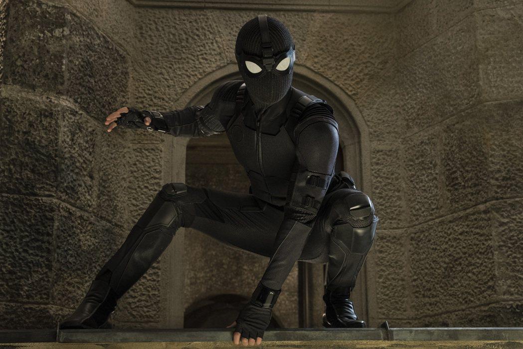 蜘蛛人曾經穿上黑色制服、化身夜猴。圖/摘自imdb