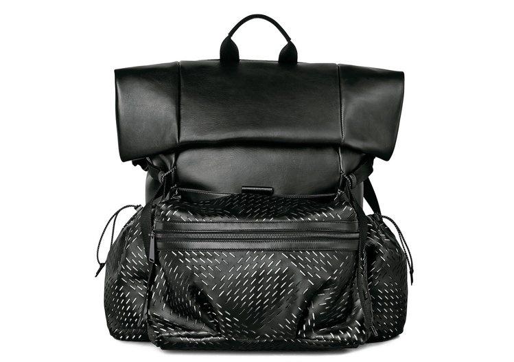 洞洞小牛皮後背包,11萬6,800元。圖/Bottega Veneta提供
