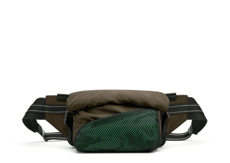 紙感尼龍腰包,35,900元。圖/Bottega Veneta提供