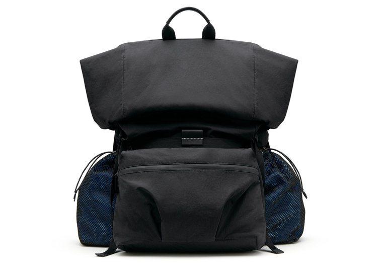 紙感尼龍後背包(大),77,900元。圖/Bottega Veneta提供