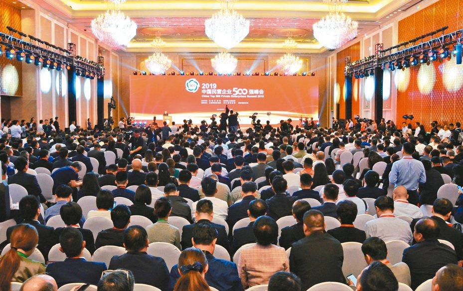 由全國工商聯與青海省人民政府共同舉辦的2019中國民營企業500強峰會在青海省西寧市召開。 中新社