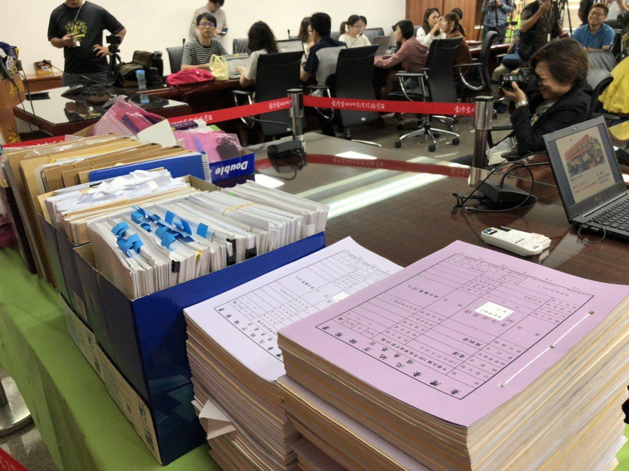 台北地檢署偵辦國安特勤私菸案,上午第一階段偵查終結,北檢舉行記者會公布起訴名單。...