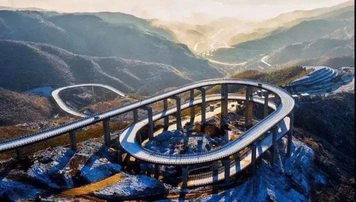 天龍山公路的環形結構相當壯觀。 圖/摘自山西旅遊網