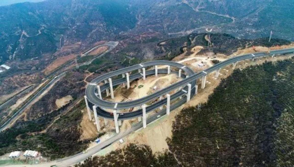 山西太原天龍山的旅遊公路被稱為「雲端上的旅遊公路」,公路本身就是一個旅遊景點。 ...