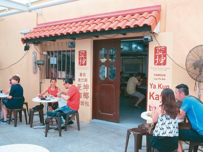 持「獅城全景通」還可以選擇免費享用知名美味的亞坤早餐。 圖/陳志光、大登旅行社