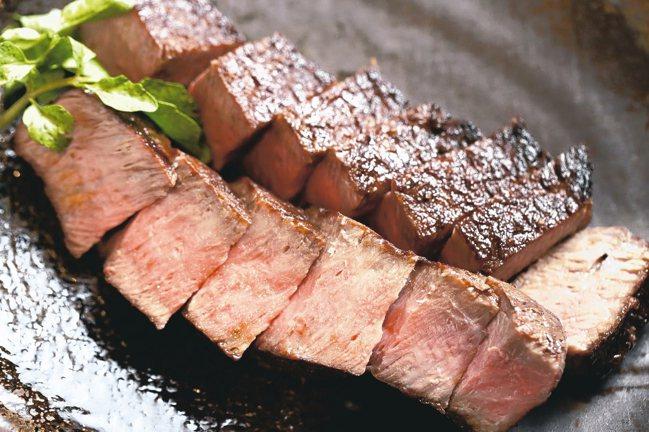 樂軒和牛割烹套餐中的強肴,以窯燒牛排的方式呈現和牛滋味。 圖/樂軒提供