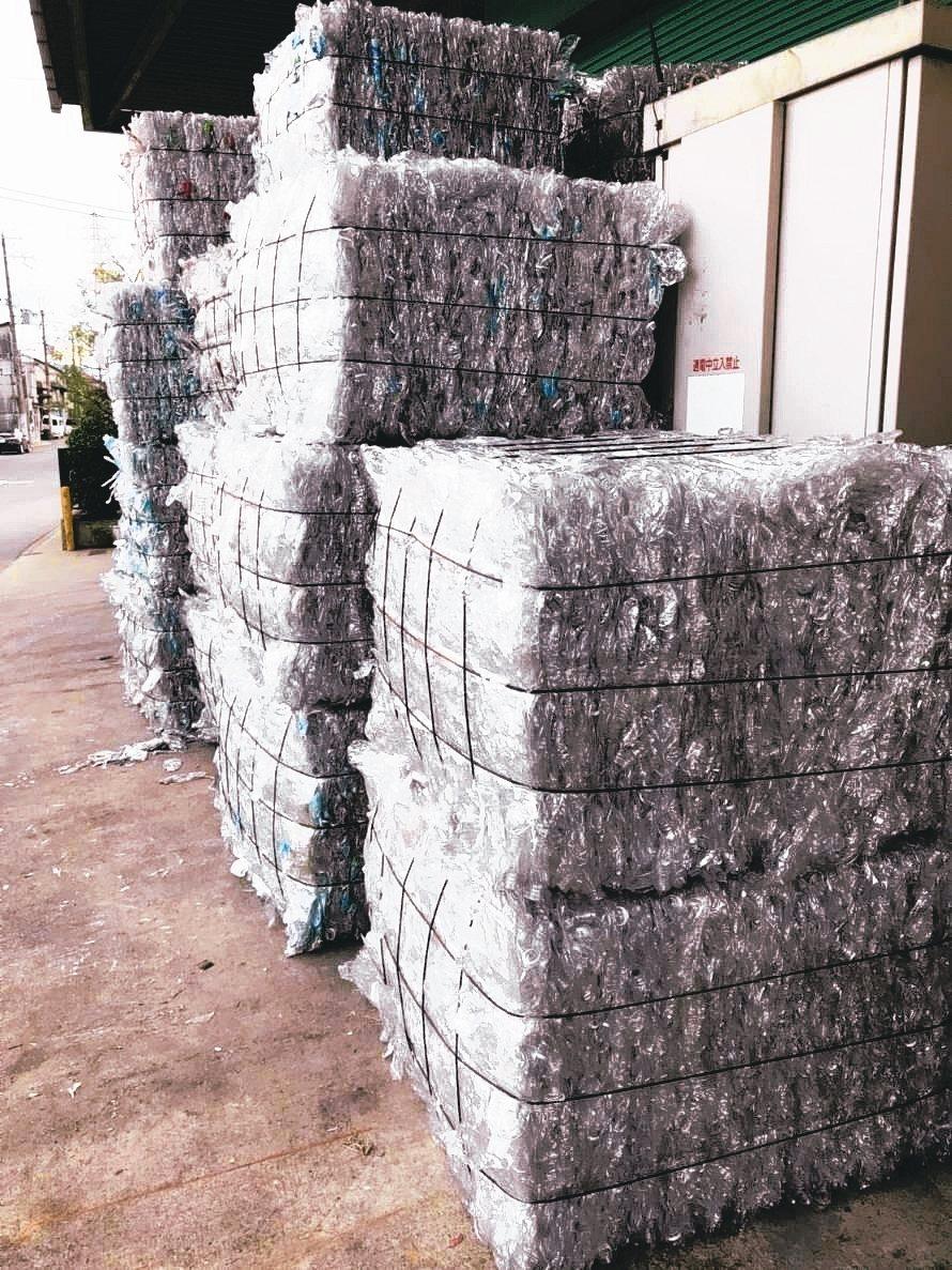 日本A級回收寶特瓶瓶磚。 綠鼎/提供
