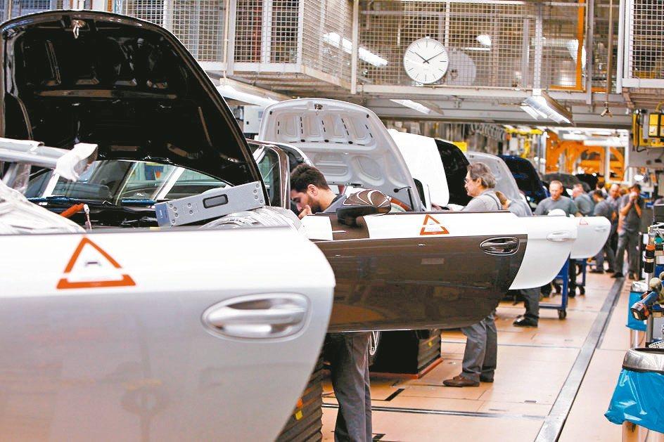 美國、歐元區及日本8月製造業景氣仍陷萎縮,持續讓全球成長展望蒙上陰霾。 路透