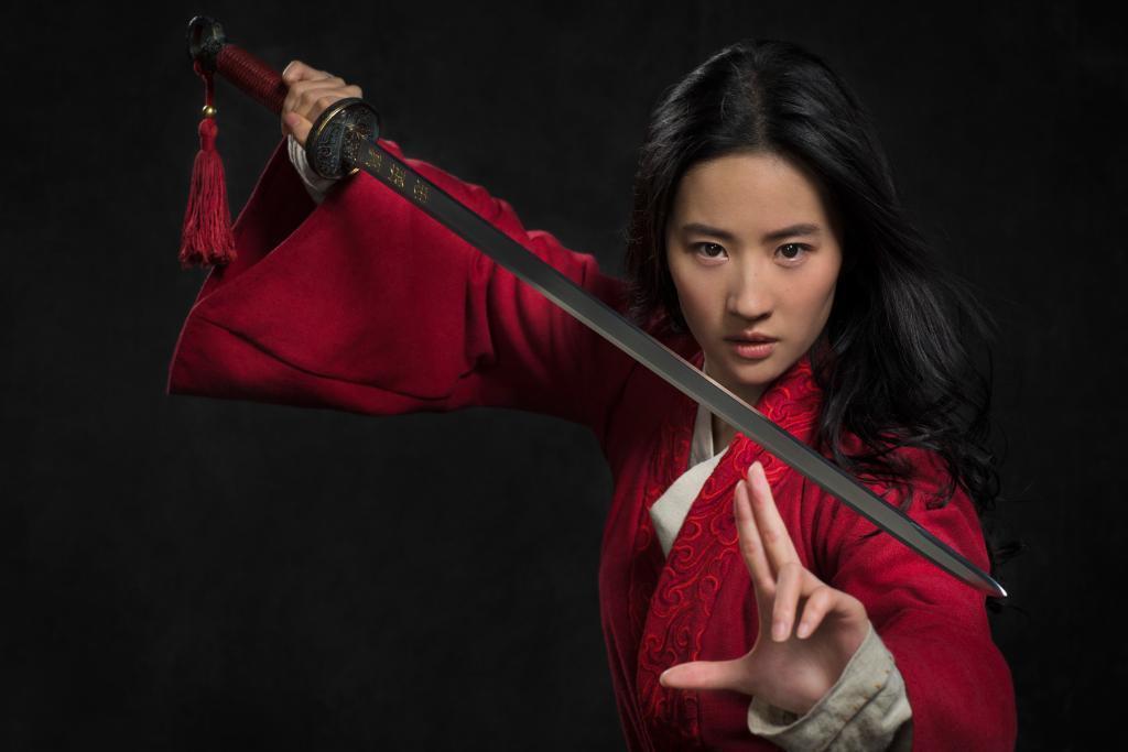 劉亦菲挺港警遭杯葛,擔綱主角的明年新片「花木蘭」也遭抵制。 (圖/迪士尼提供)