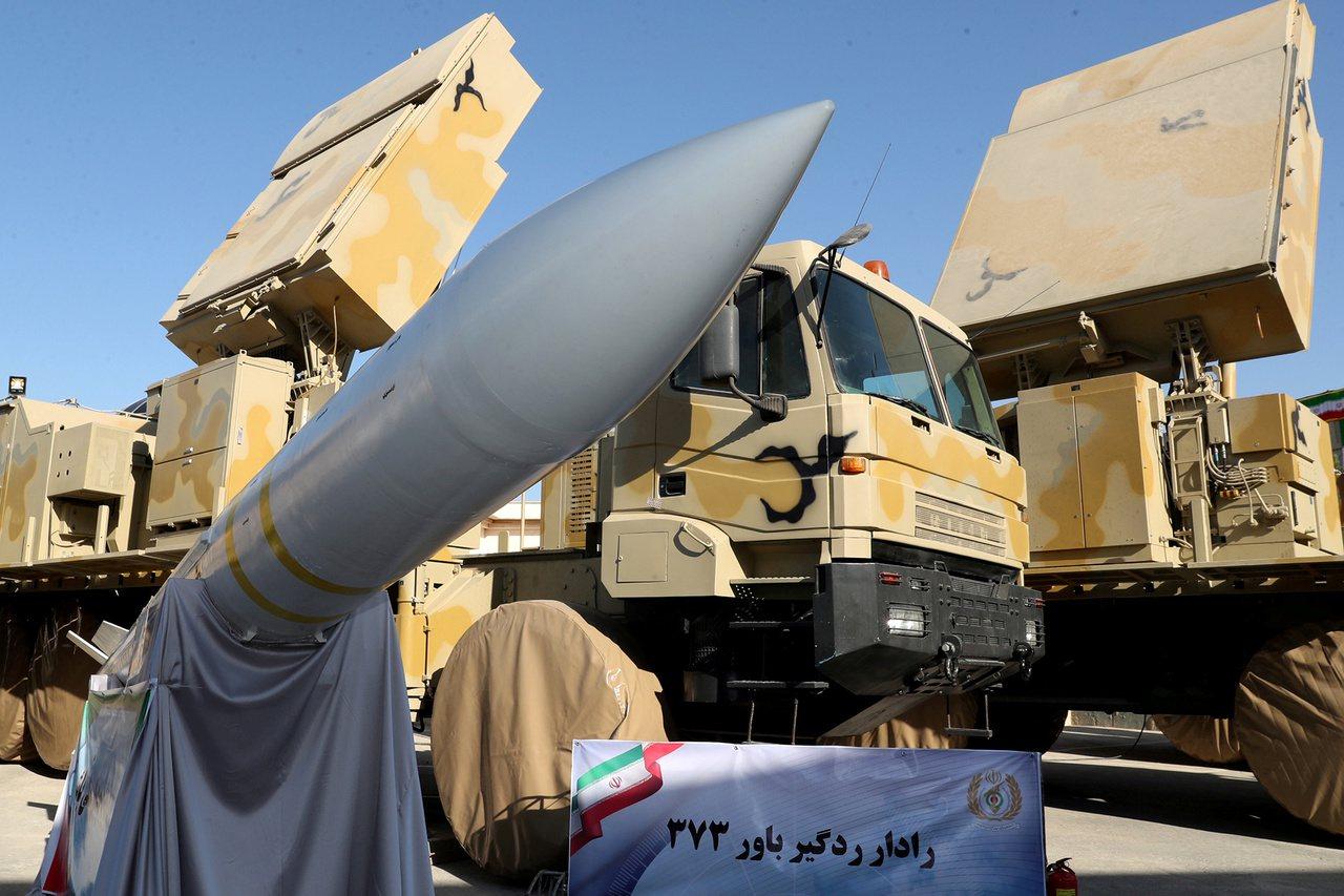 對美緊張升高 伊朗秀出自製防空飛彈 路透社