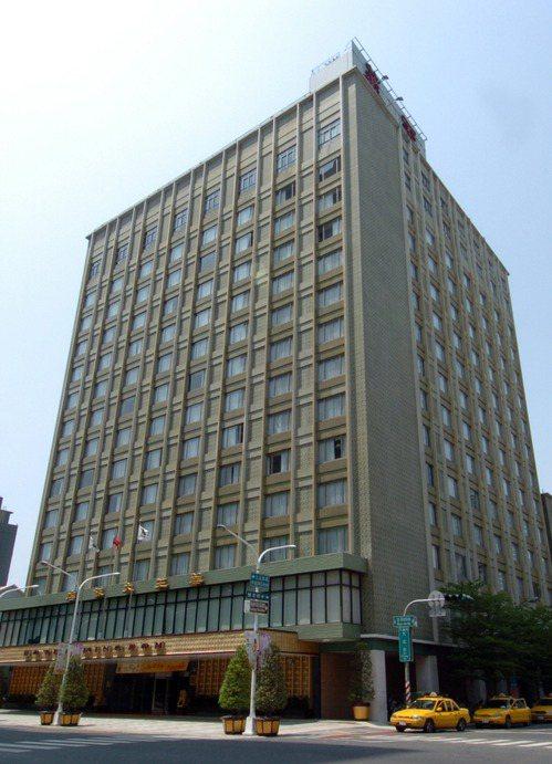 高雄市開業51年的華王大飯店(圖)將在11月歇業。 中央社