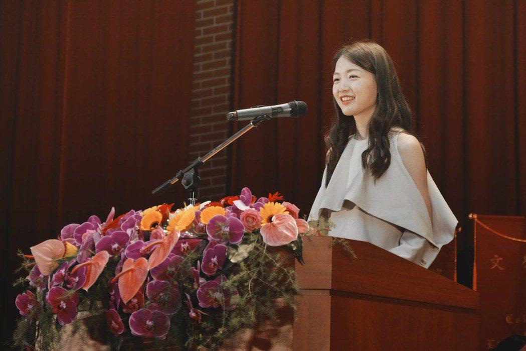 江孟芝擔任台師大畢業典禮的演講嘉賓,勉勵同學更加勇敢做自己/圖片截自江孟芝臉書