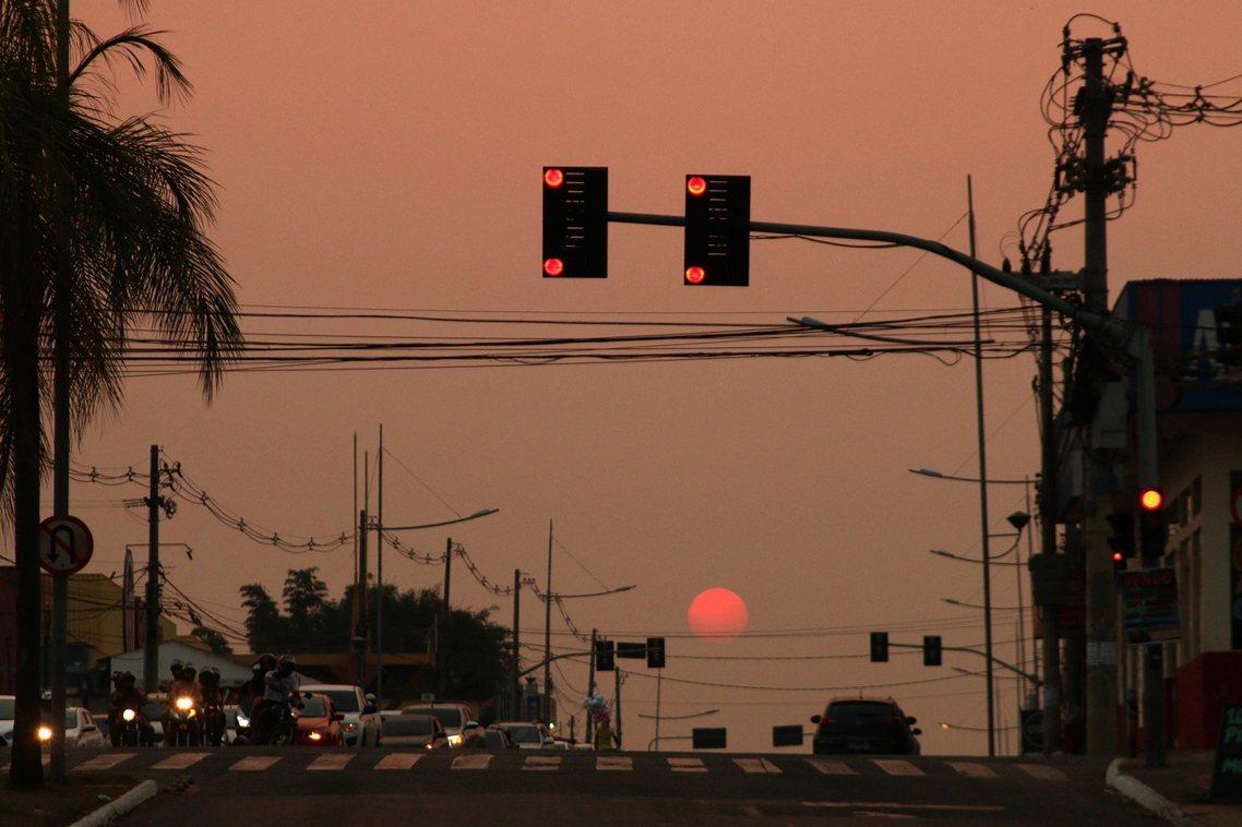 亞馬遜森林大火的濃煙,也影響了巴西城市的空氣品質。 圖/歐新社
