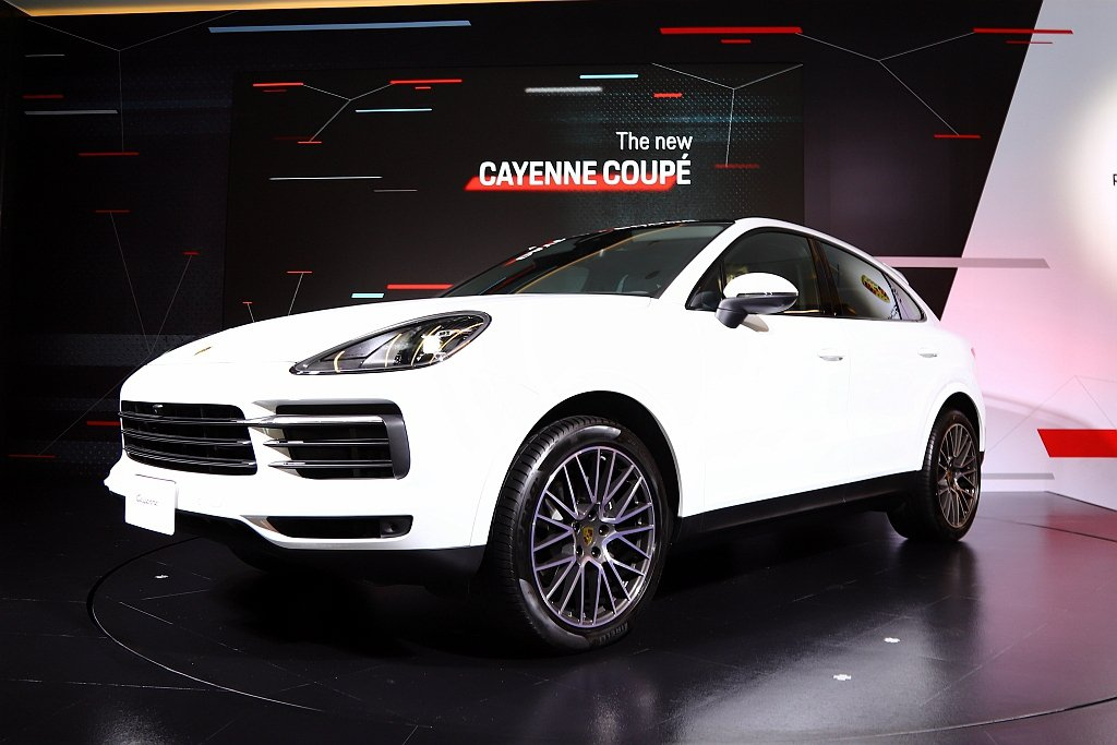 Cayenne Coupe的前擋風玻璃與A柱較Cayenne 車款扁平;新設計的...