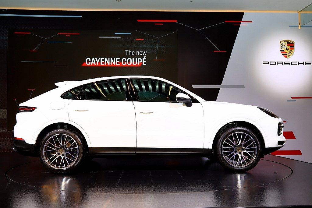 才在今年3月底正式亮相的保時捷Cayenne Coupe,不僅是品牌第三款休旅車...