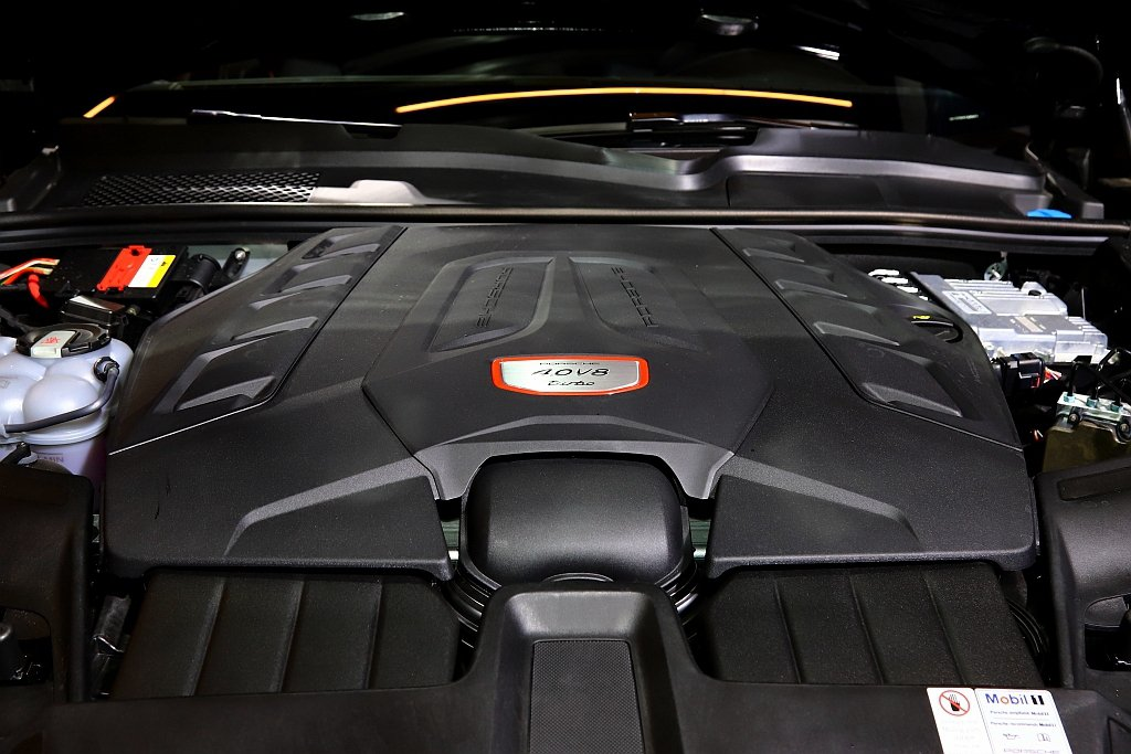 保時捷Cayenne Turbo Coupe搭載4.0L V8雙渦輪增壓引擎,擁...