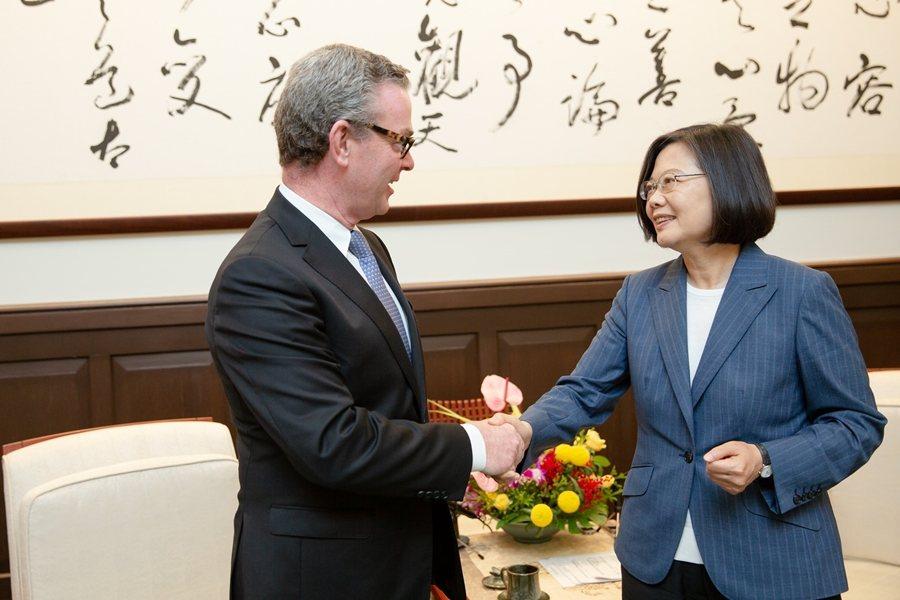 8月19日,蔡英文總統接見澳大利亞前國防部長潘恩談到香港局勢,表示「不會介入」。 圖/總統府flikr