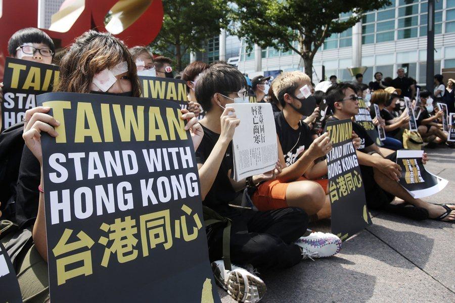 圖為在台香港學生聲援反送中運動,攝於8月17日,台北。 圖/美聯社