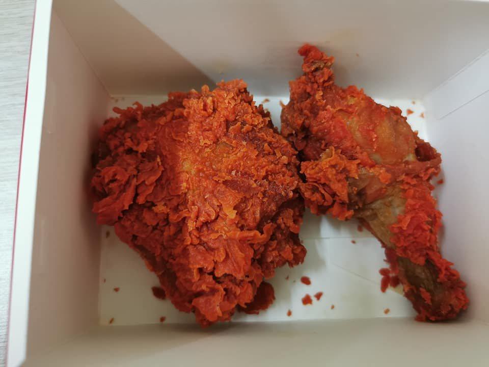 馬來西亞麥當勞推出的「3倍辣炸雞」,吸引許多嚐鮮者挑戰。 圖擷自網友Winni ...