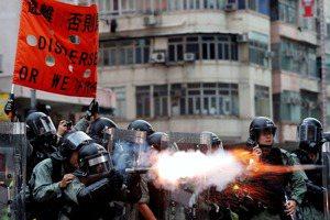 區惠蓮/子彈和菜刀下的香港抗爭,台灣的角色在哪?