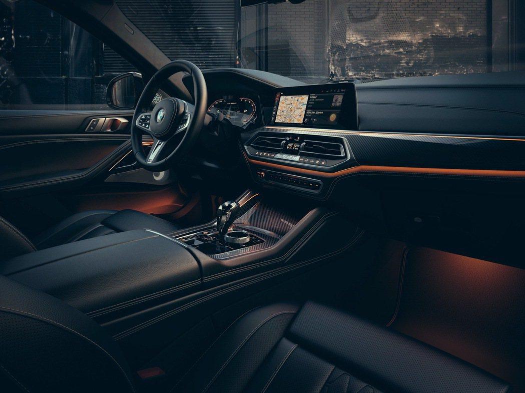 全新世代的BMW全數位虛擬座艙,承襲駕駛者導向的設計理念,科技感十足。 圖/汎德...