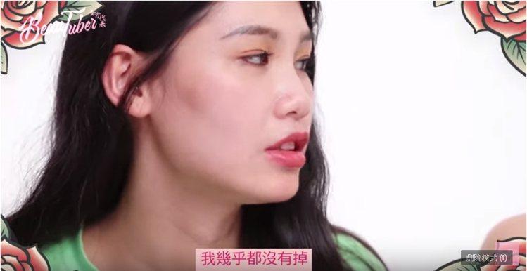 家安選擇的Kat von D 唇膏只有嘴唇內色有稍微掉色之外依然保持良好狀態。...