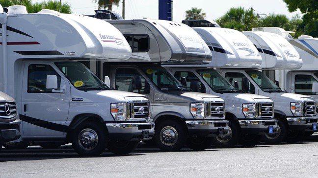 美國露營車買氣大幅降溫,可能預示著美國經濟瀕臨甚至已步入衰退。美聯社