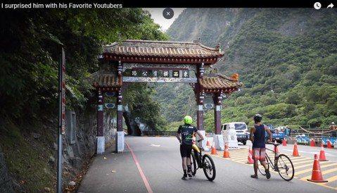 美國知名Youtuber「Dan Mace」正在進行他的新節目「不平凡(Not Normal)」,每周Dan都會從來自全球的提案中選擇一個去執行。今年8月初Dan選上來自台灣的張修修,和他一起騎單車...
