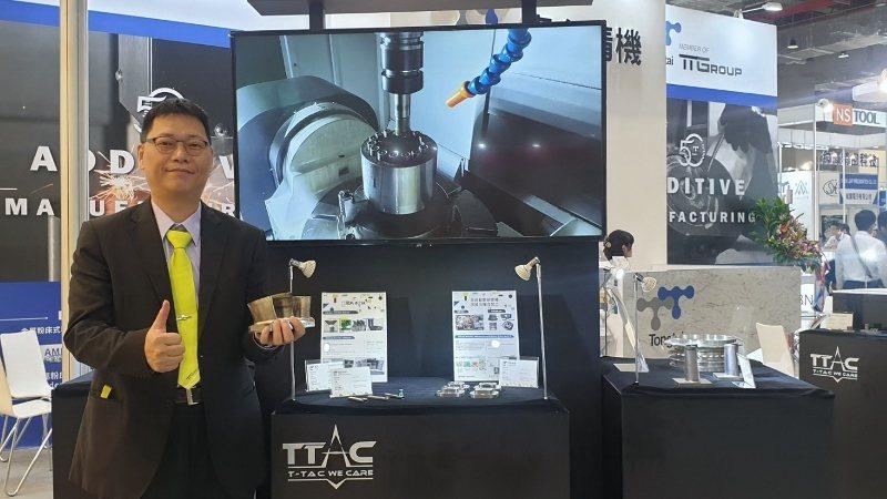東台精機3D列印業務總監劉獻鴻介紹結合加減法製挰、提供修補作用的雷射3D列印應用...