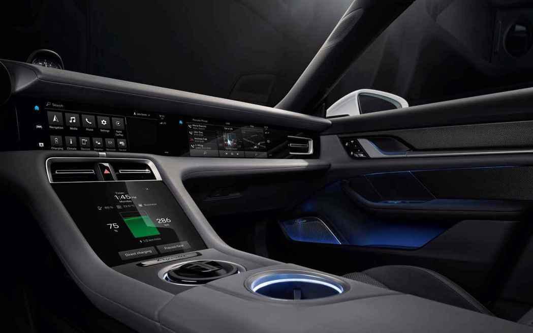 Porsche Taycan中控台以清晰、極簡與未來感的設計,賦予駕駛者直覺化操...