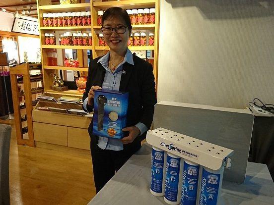 尖端奈米總經理楊小萍提倡分享用水淨化知識,以提昇推廣國人家戶飲用水健康為目標。 ...