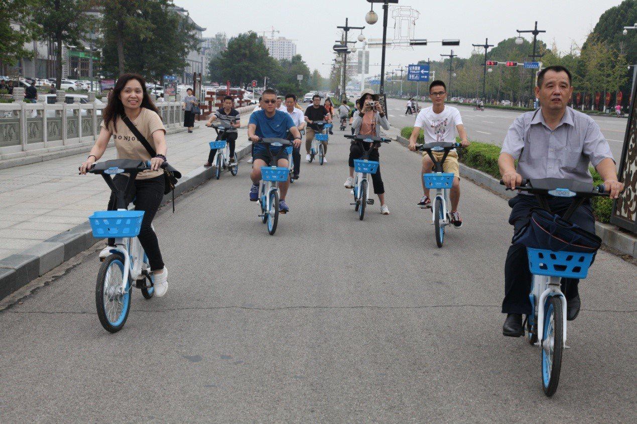 在聖人孔子的故里曲阜騎行哈囉助力車,體驗共用經濟的便利。圖/魯網提供