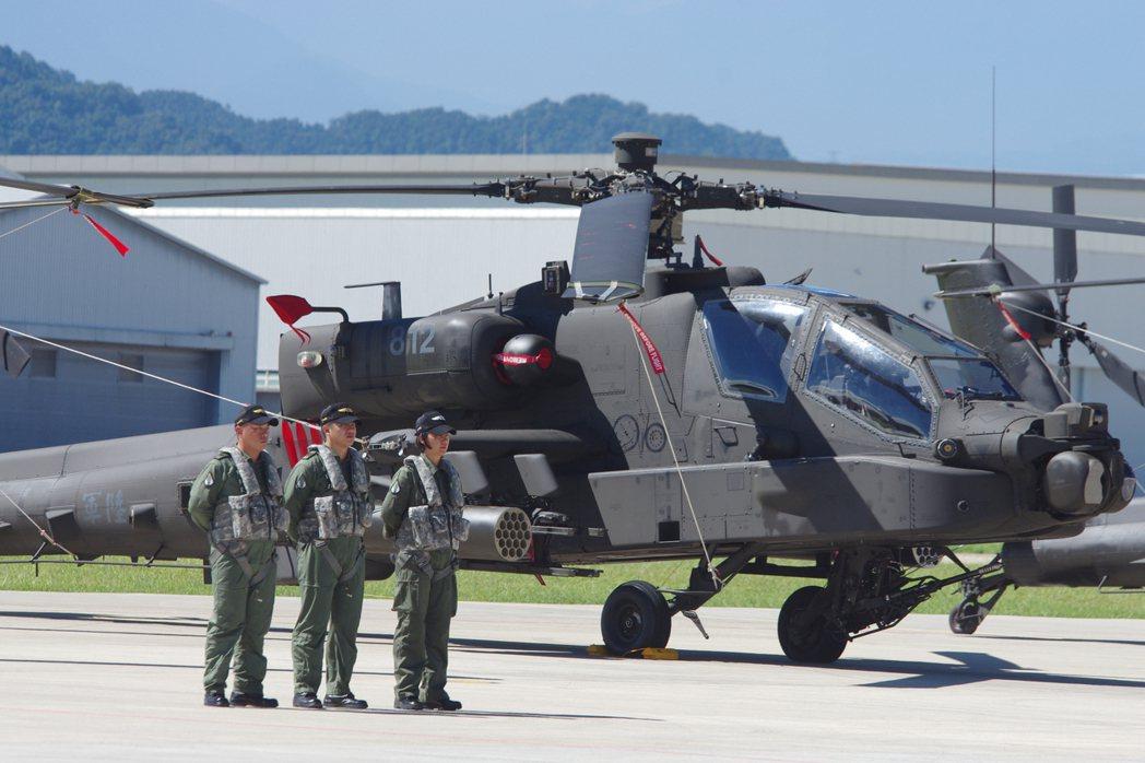 國軍是阿帕契攻擊直升機最新款AH-64E的首個海外用戶,30架總價約新台幣600...
