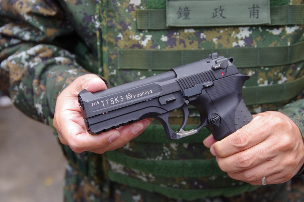 今年才開始配發部隊的國造T75K3手槍,代表最早是民國75年研發,此為第三次改款...