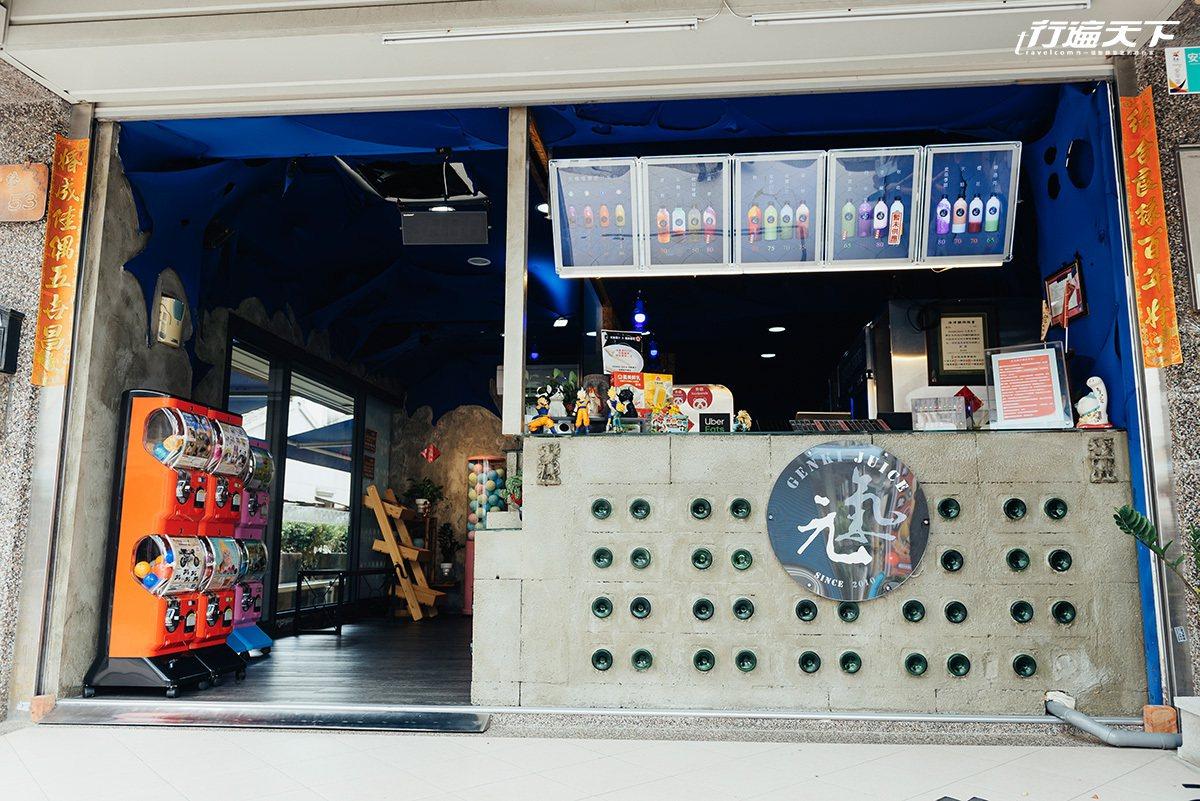 以水泥為主的店內裝潢跟一般飲料店很不一樣。