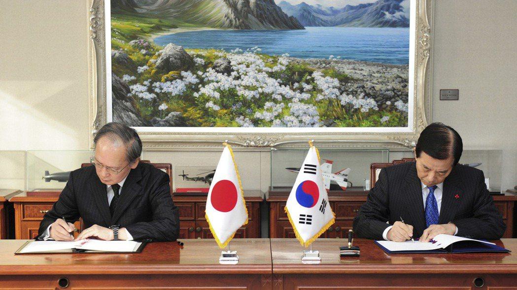 專家認為,南韓終止與日本的軍事情報保護協定,可能得由美國出面才能解決。  美聯社