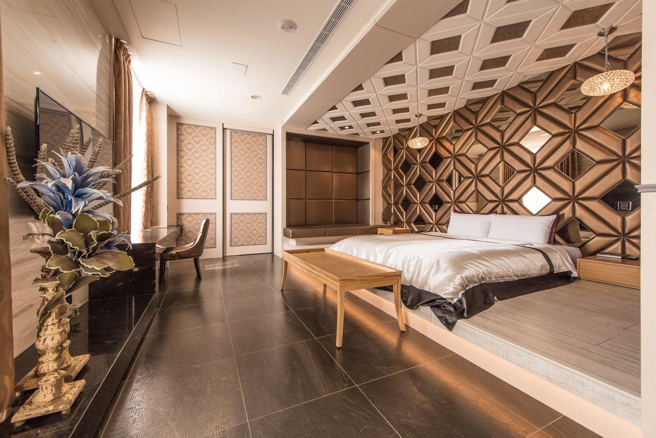 台中市悅河精品旅館推出適用秋冬補助方案,只要搭配方案,周一到周四入住,只需支付早...