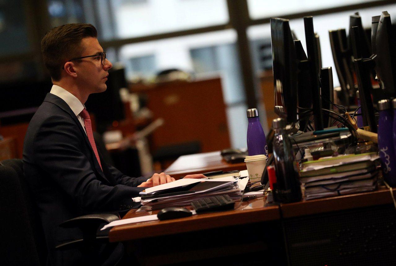 英國調查報告指出,周二以及上午10至11時工作效率最高。圖為Lloyd's公司倫...