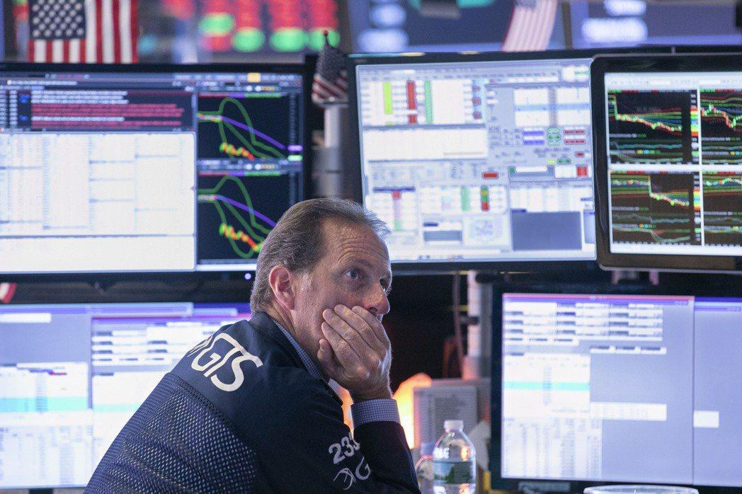 美債殖利率大幅下挫,一些投資人開始質疑是否已觸底。 美聯社