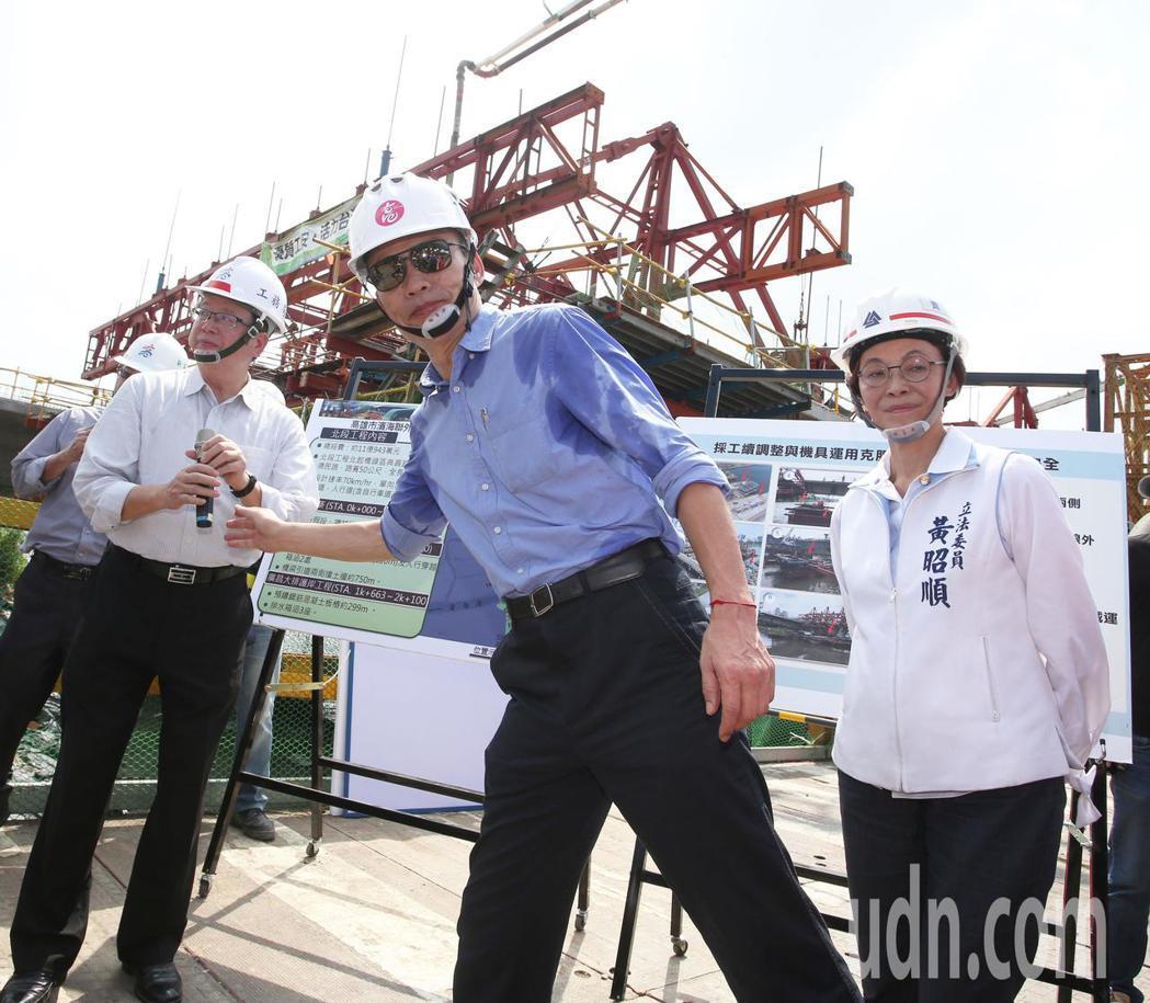 面對白鹿颱風即將來襲,高雄市長韓國瑜上午視察工程時表示市府防災防颱是第一要務,「...