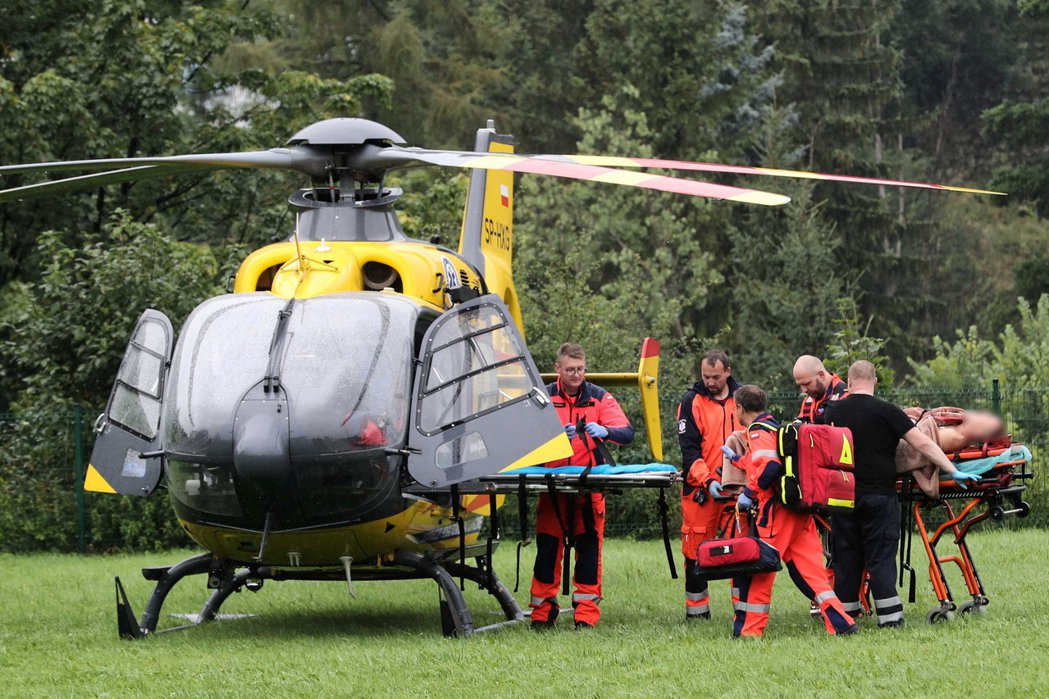 波蘭、斯洛伐克邊界山區22日突然出現雷雨,五人遭雷擊喪生,另有100多人受傷。歐...