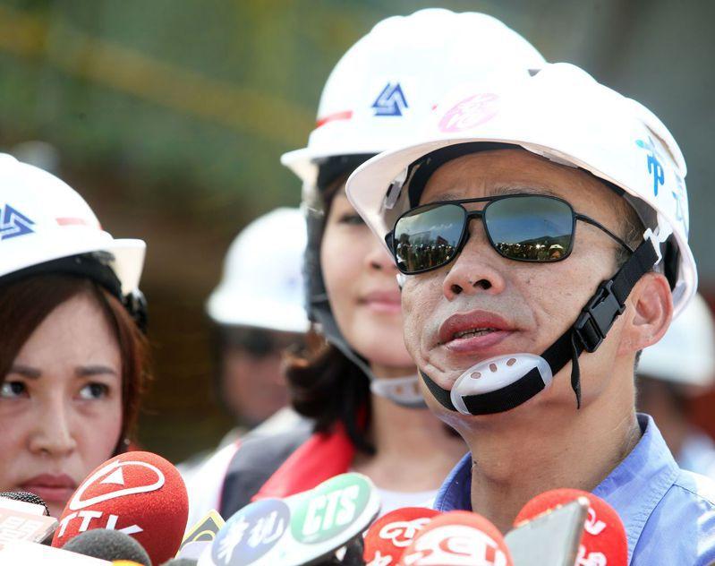 白鹿颱風直撲台灣而來,高雄市長韓國瑜今天表示,周日不去台中選舉造勢了,要留守高雄。記者劉學聖/攝影