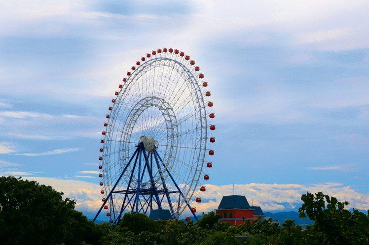 台中麗寶樂園渡假區的天空之夢摩天輪。圖/麗寶樂園提供